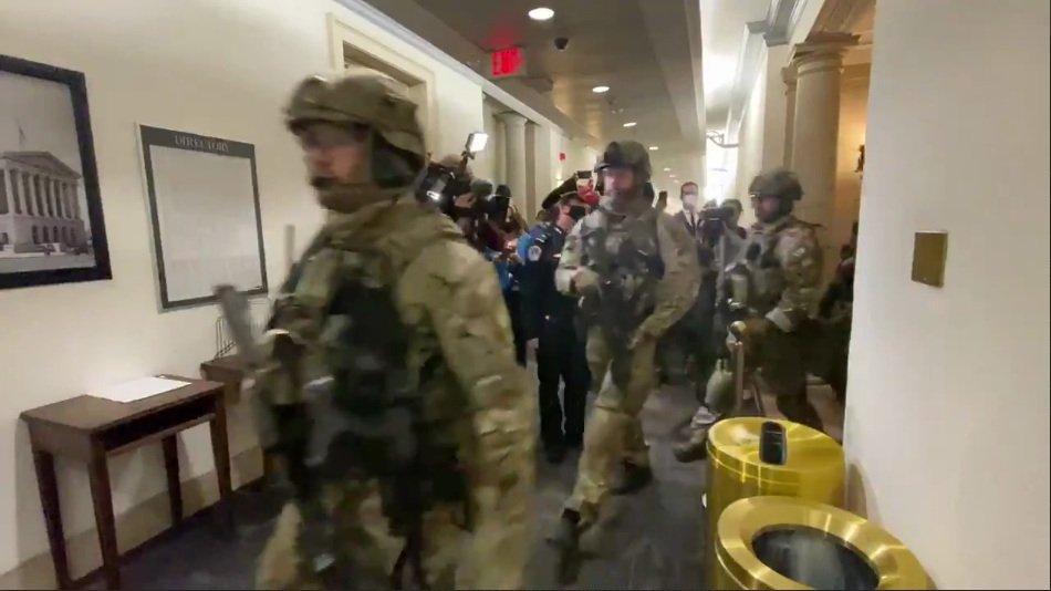 Майдан у США: прихильники Трампа взяли Капітолій, засідання Конгресу перервано
