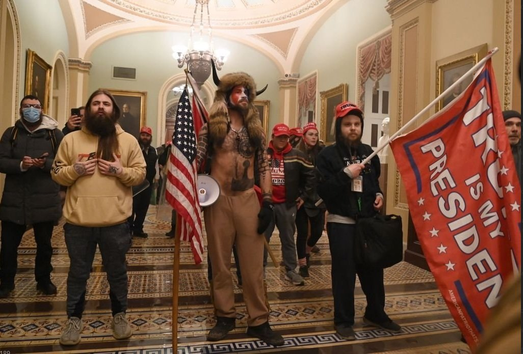 Майдан в США: сторонники Трампа взяли Капитолий, заседание Конгресса прервано