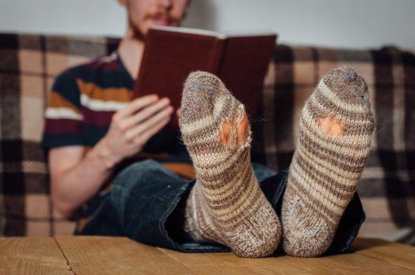 Локдаун по-українськи: Ляшко пояснив, що лампочки і шкарпетки не є предметами першої необхідності