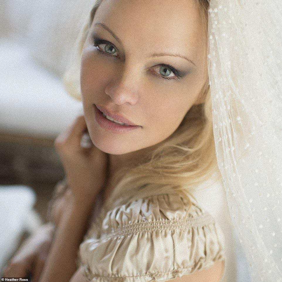 Памела Андерсон вийшла заміж вшосте: хто виявився обранцем 53-річної моделі