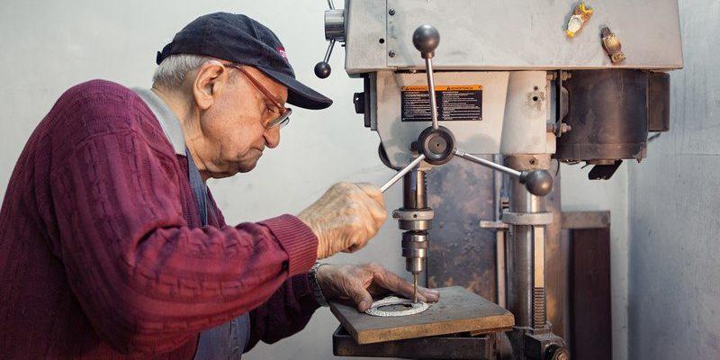Із квітня в Україні підвищується пенсійний вік: кого торкнеться нова норма