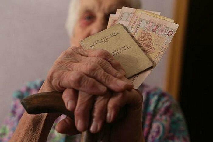 Підвищення пенсійного віку для жінок було помилкою влади, - екс-міністр Рева