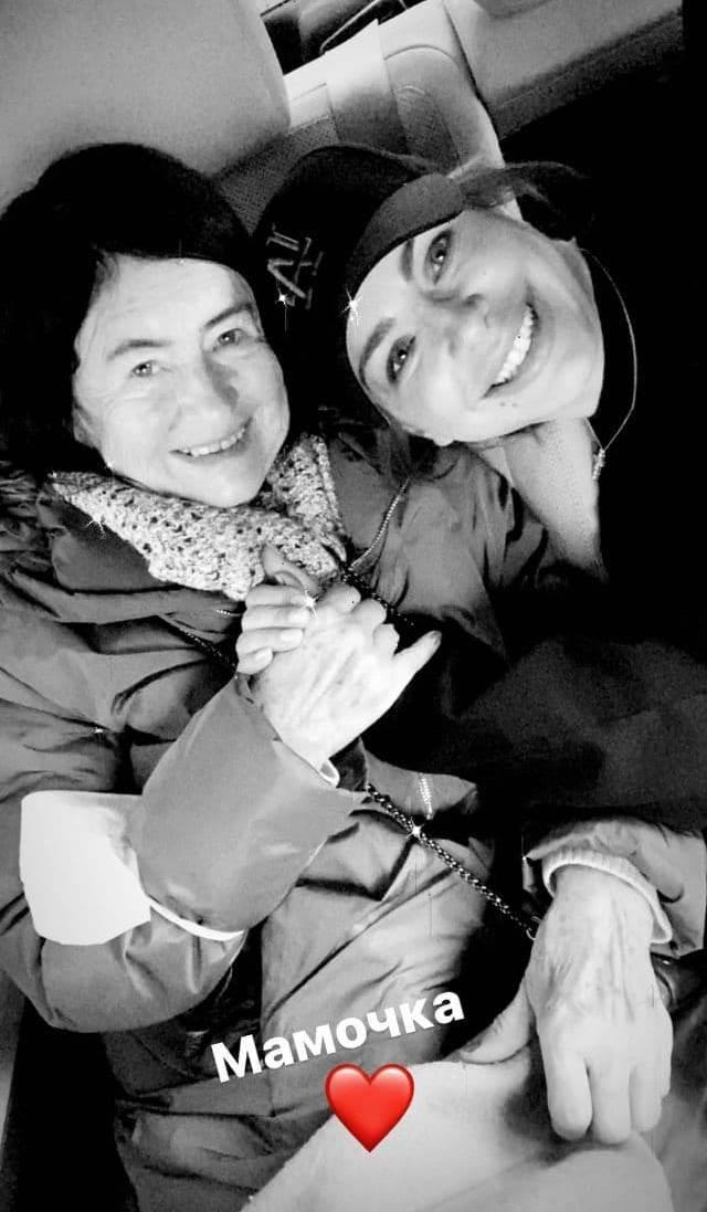 Ани Лорак с мамой: певица показала редкое фото с 74-летней Жанной Васильевной