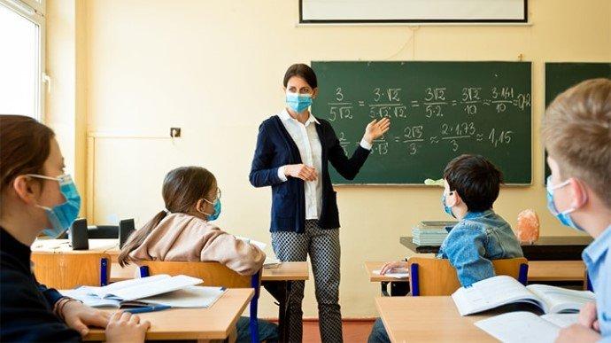 У Міносвіти розповіли, як працюватимуть школи після локдауна: повернуть лише молодші класи