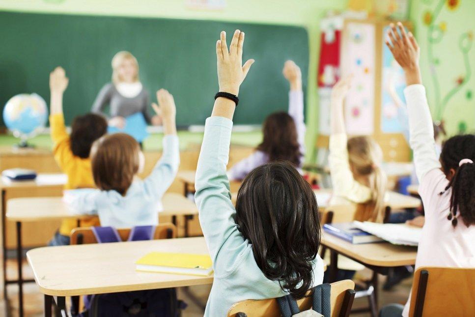 Українцям назвали ймовірні терміни переходу шкіл на дистанційне навчання: в МОЗ затвердили три сценарії