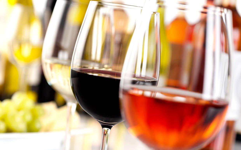 В Україні подорожчає алкоголь: як влада має намір боротися з тіньовим ринком спиртного