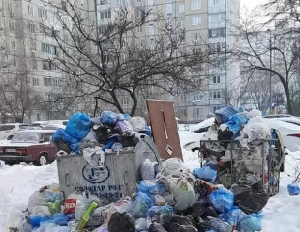 В Киеве перестали вывозить мусор: коммунальщики рассказали, в чем дело