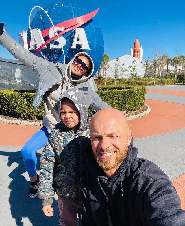 Влад Яма с женой и сыном побывали на космической станции NASA