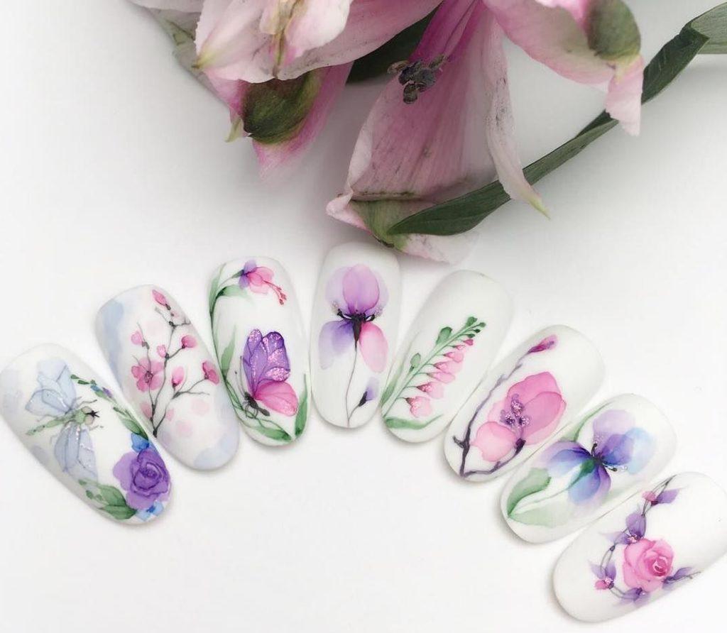Акварельний манікюр 2021: найкращі ідеї яскравого дизайну нігтів на весну