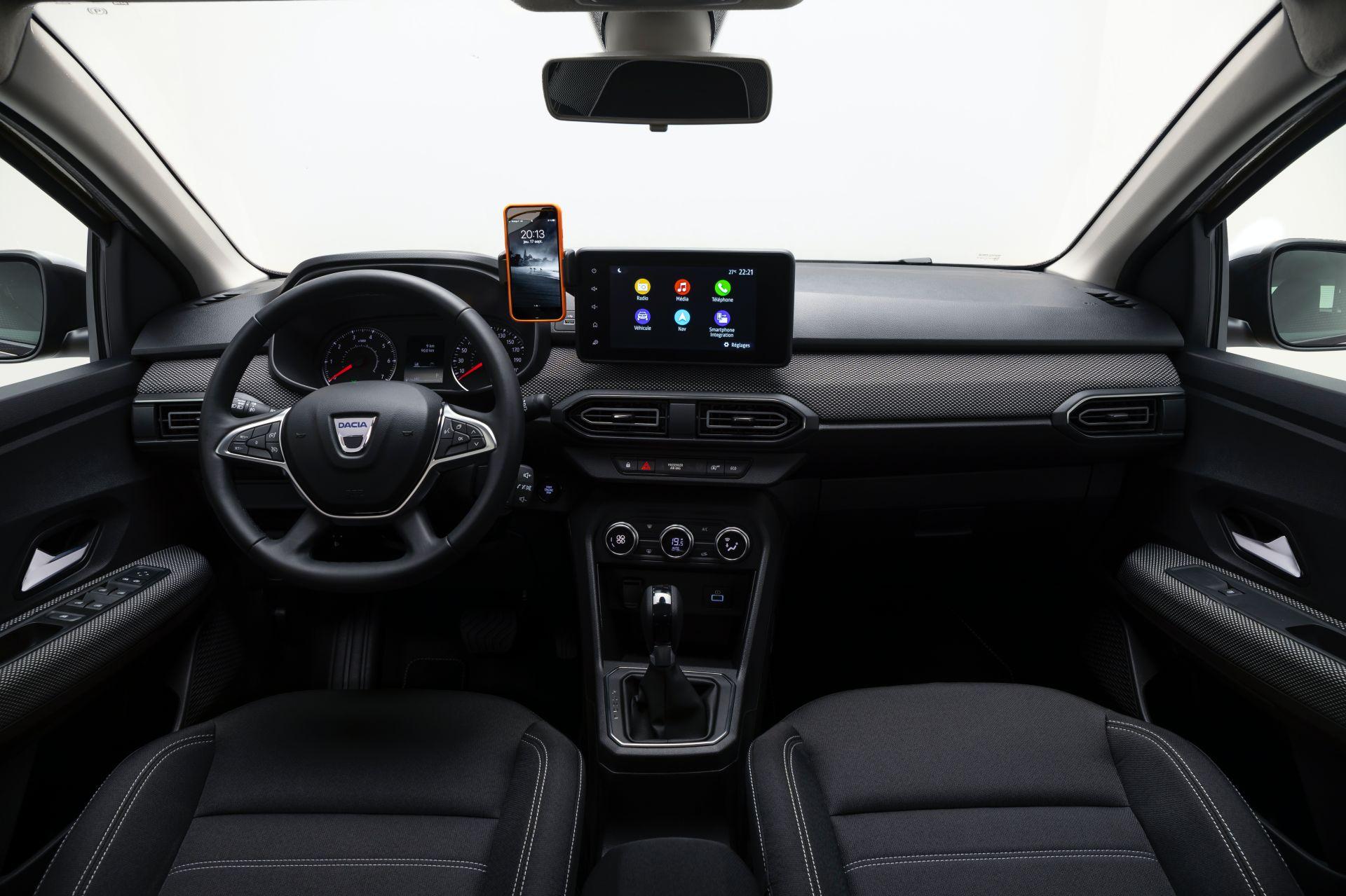 Новий універсал Dacia Logan помітили на тестах