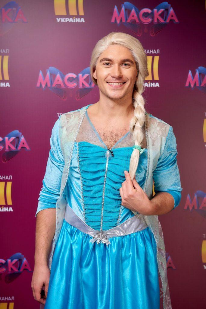 Володимир Остапчук вбрався у сукню заради пародії на героїню відомого мультфільму