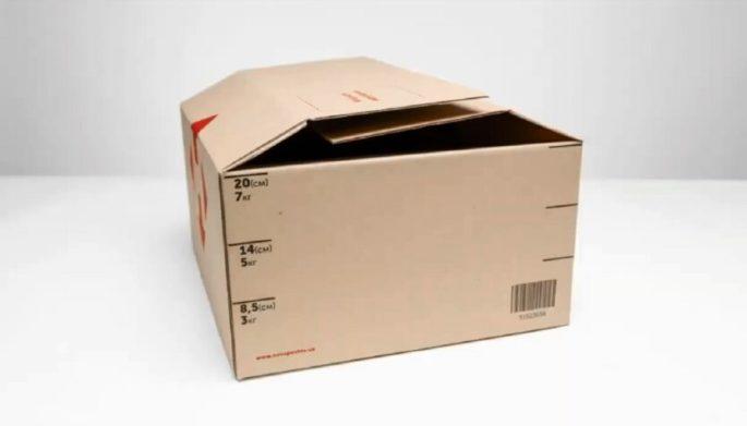 """""""Нова пошта"""" розповіла, як пакують взуття і похвалилася коробкою-трансформером"""