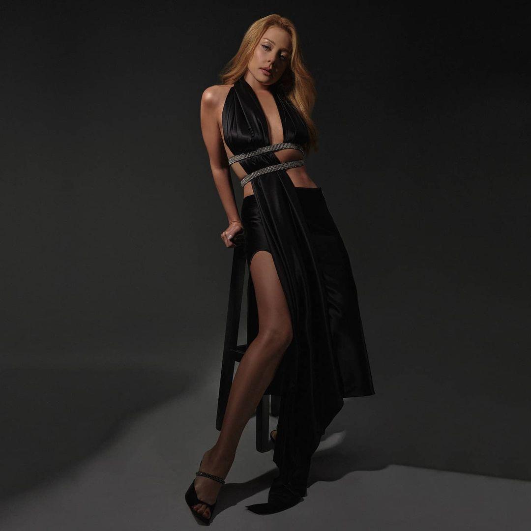 Тіна Кароль показала фото з зухвалої фотосесії в дуже незвичайному вбранні