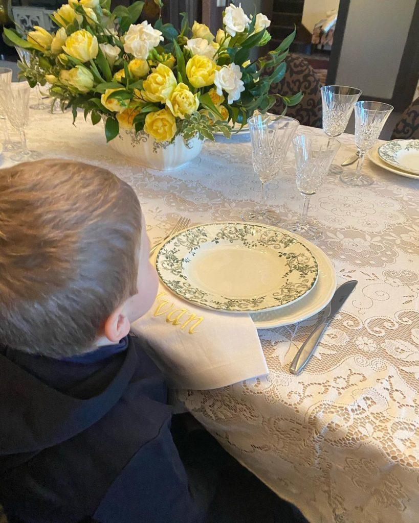 Катя Осадчая показала свою очаровательную маму в ее день рождения