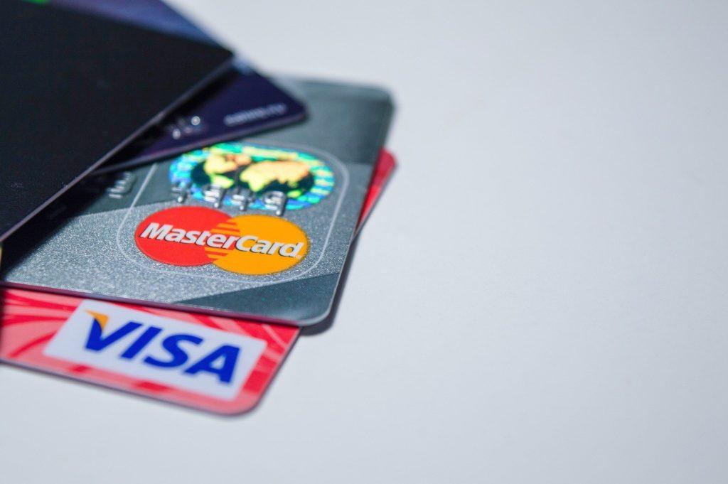 """""""Ощадбанк"""" відмовиться від платіжних карт: що запропонують українцям"""