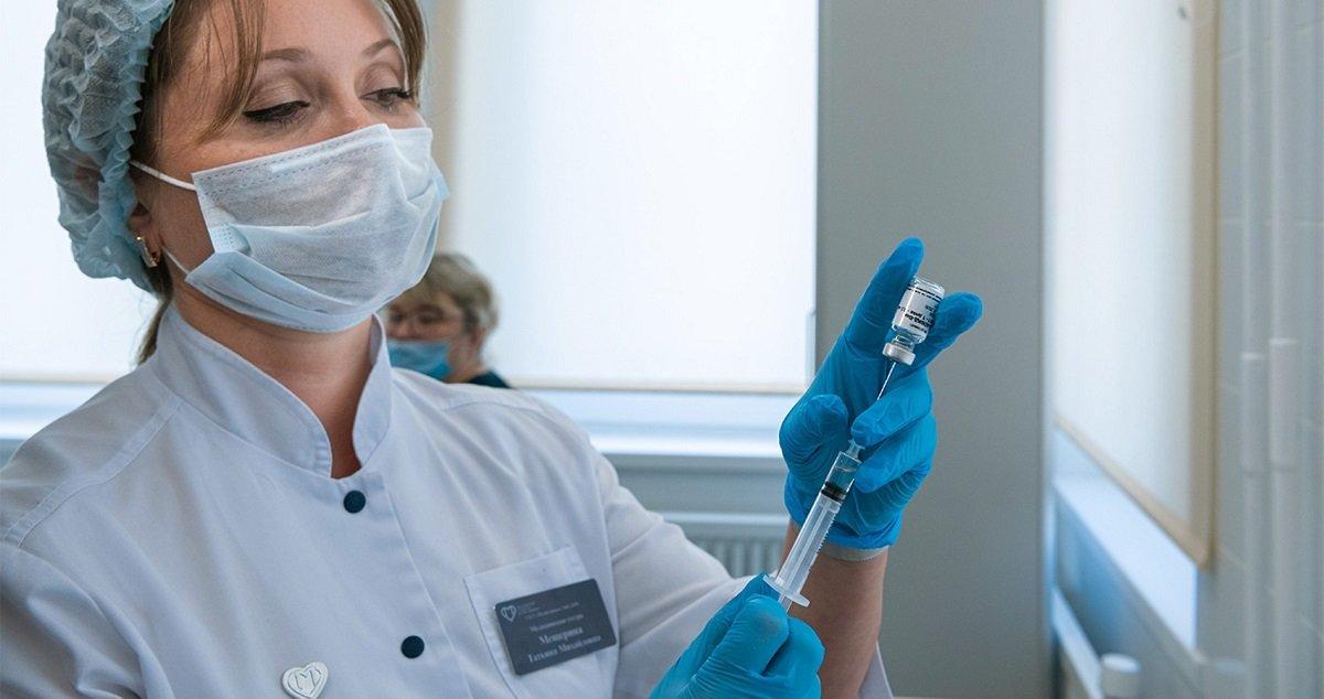 Шмигаль розповів, скільки буде коштувати вакцина від коронавірусу в Україні
