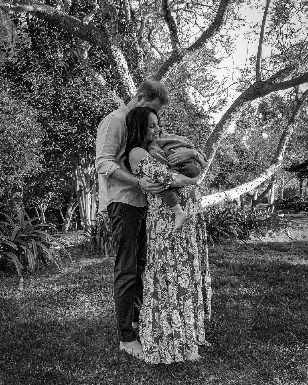 Меган Маркл і принц Гаррі розсекретили стать майбутньої дитини і показали нове фото з сином Арчі