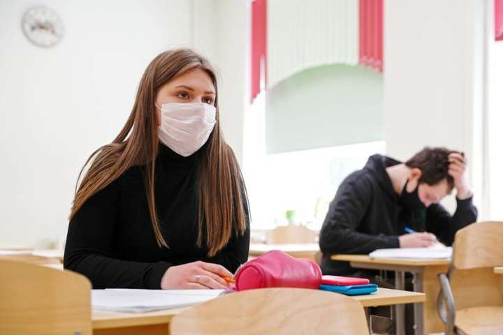 У МОЗ розповіли, чи будуть допускати до ЗНО школярів без щеплення від коронавірусу