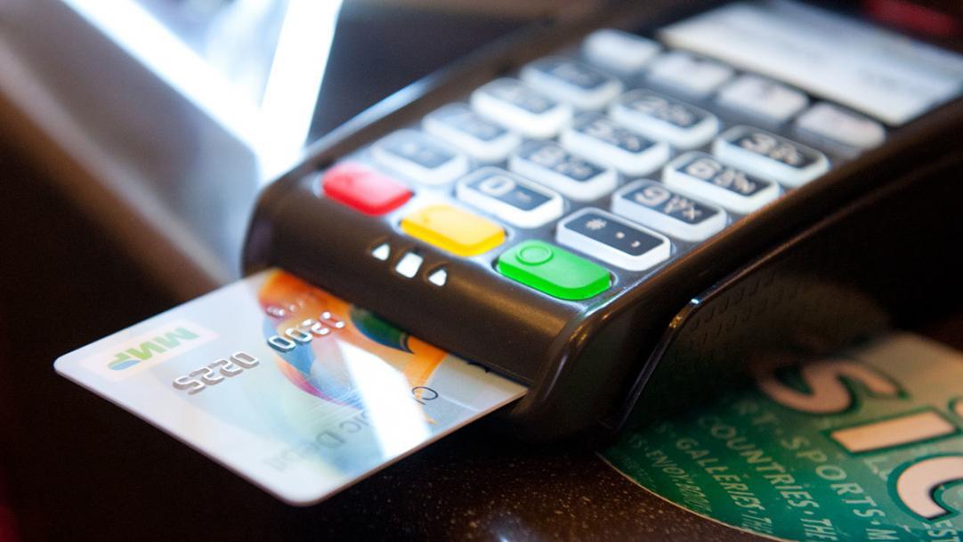 ПриватБанк пригрозив відключити користувачам платіжні системи Apple Pay і Google Pay