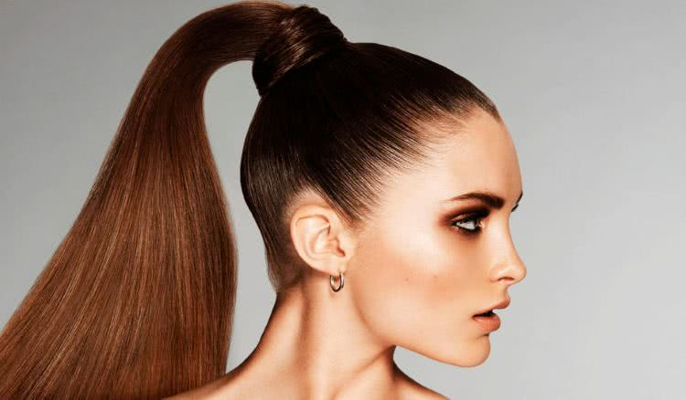 Жіночі зачіски на довге волосся, які втратили свою актуальність у 2021 році