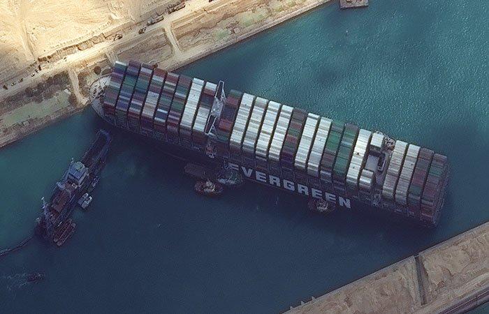 Шестиденна блокада Суецького каналу завершена: світові ціни на нафту почали падати