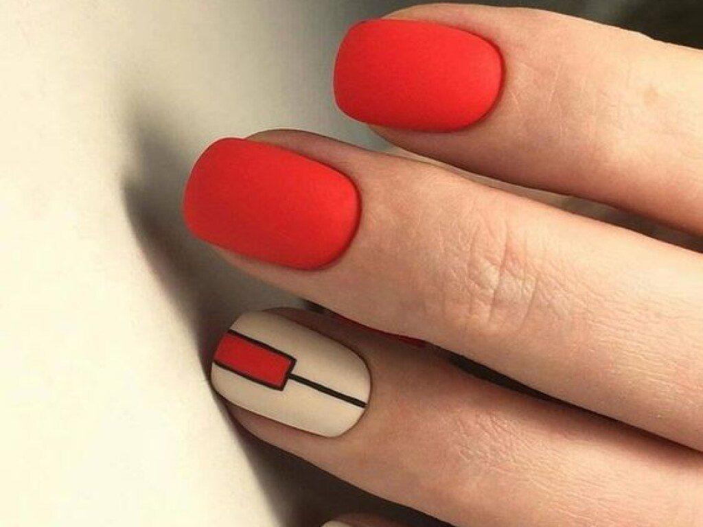 Червоний манікюр на весну 2021: у тренді матові нігті і котяче око