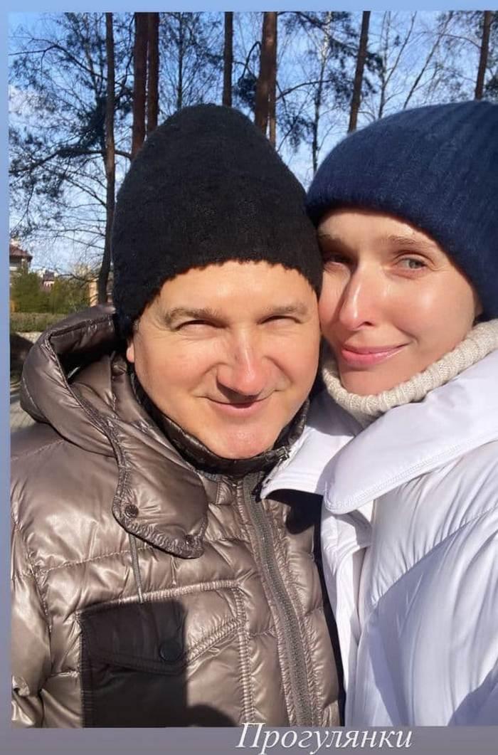Катя Осадчая показала нежное семейное фото с мужем после возвращения с Грузии