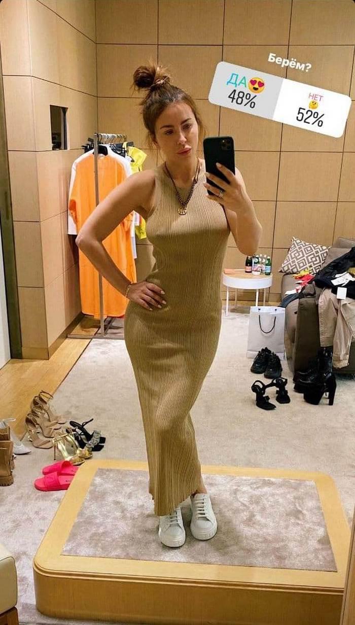 Ани Лорак без макияжа устроила шоппинг в прямом эфире