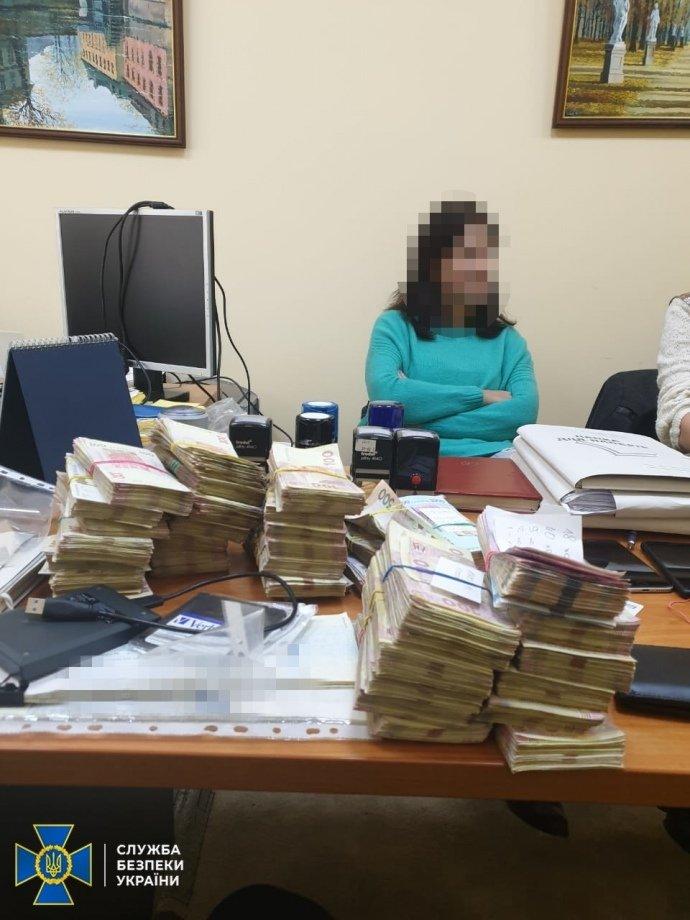 В Днепре раскрыт конвертационный центр: в обороте были сотни миллионов гривен