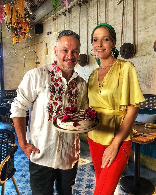Катя Осадчая показала праздничный стол на Масленицу