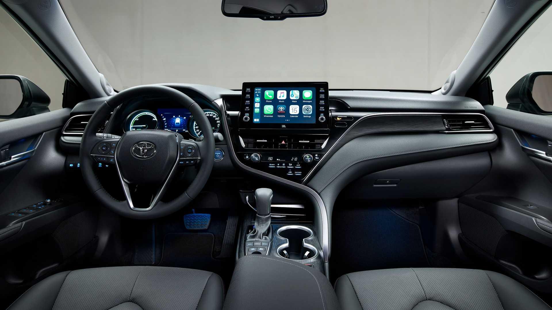 В Украине начался прием заказов на обновленную Toyota Camry