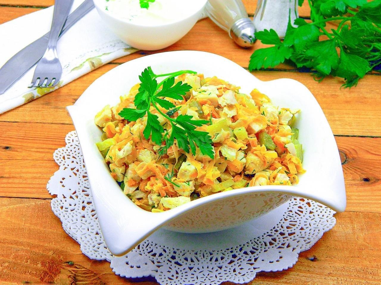 «Весняний олів'є» на Великдень: рецепт салату з куркою і свіжими овочами