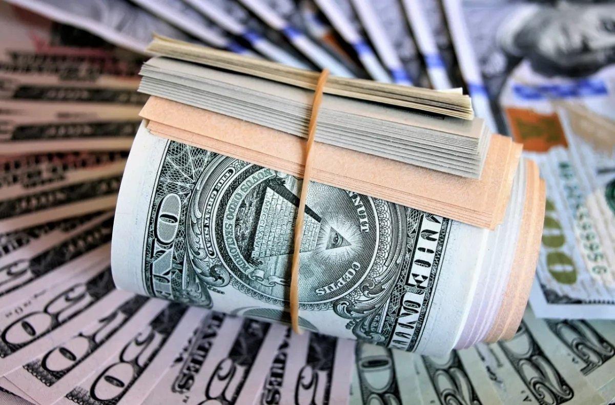Прогноз курсу долара на квітень: новий локдаун і відсутність позик МВФ загрожують ослабленням гривні