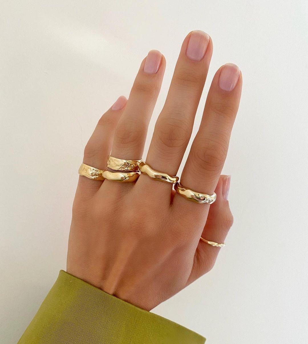 Натуральний манікюр: як прибрати залишки яскравого лаку з нігтів