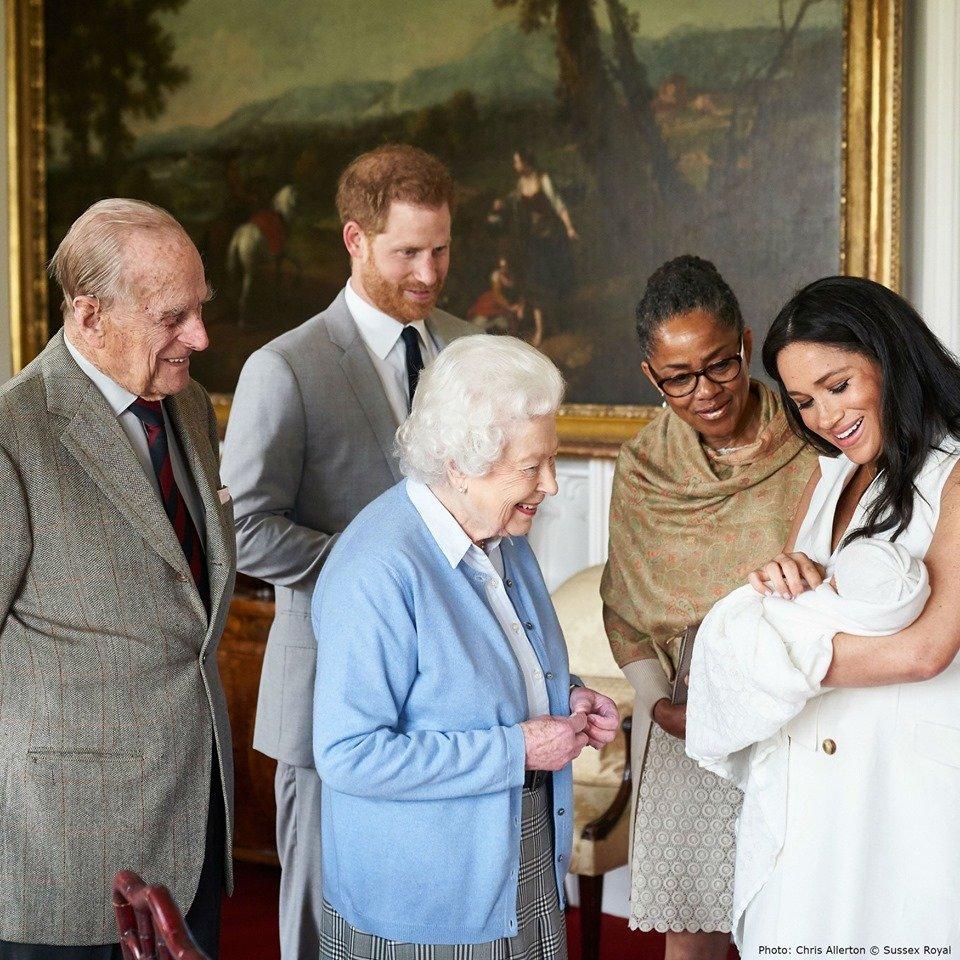 Друзі Меган Маркл назвали другу причину, чому герцогиня не прилетіла на похорон принца Філіпа