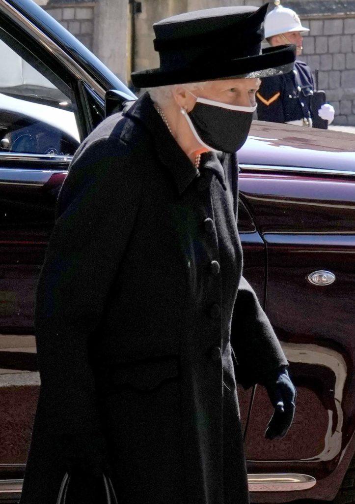 Елизавета II надела на похороны Филиппа особенную брошь, которой более 100 лет