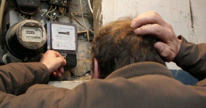 Украинцев будут штрафовать за потребление электроэнергии без счетчика: кого начнут проверять первых
