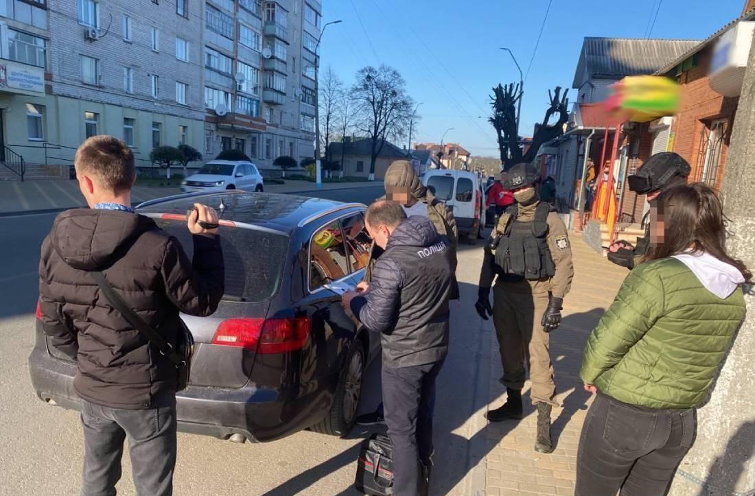 На Житомирщині затримали шахраїв-продавців автомобілів