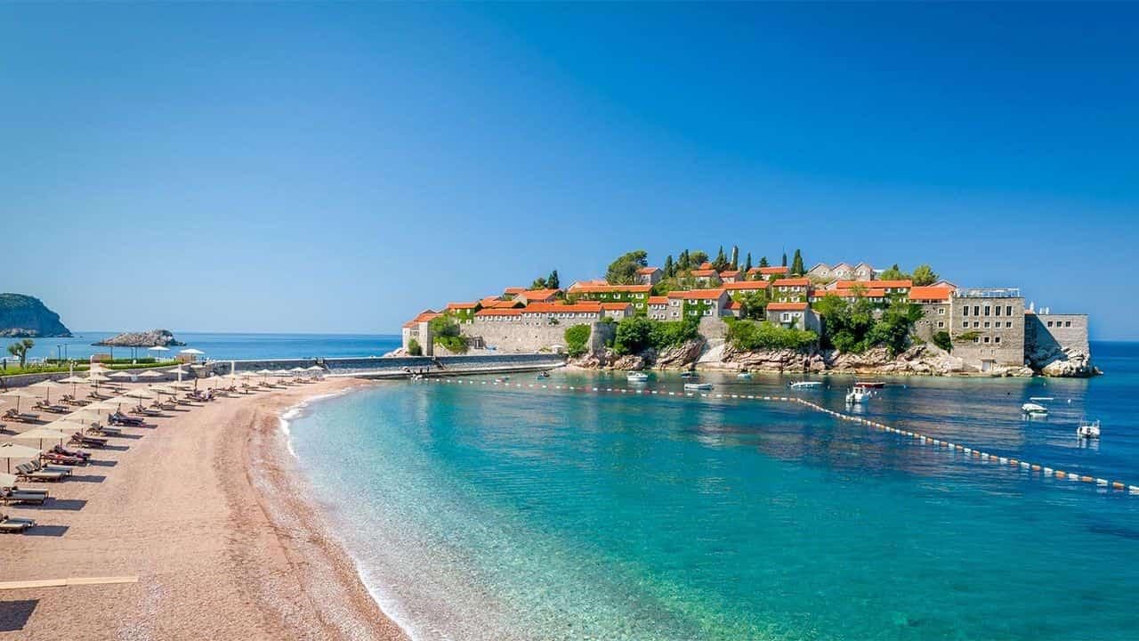 Чорногорія скасувала ПЛР-тести для туристів з України