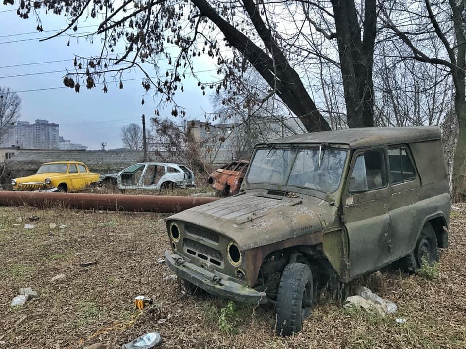 У Києві знайшли «кладовище» старих автомобілів