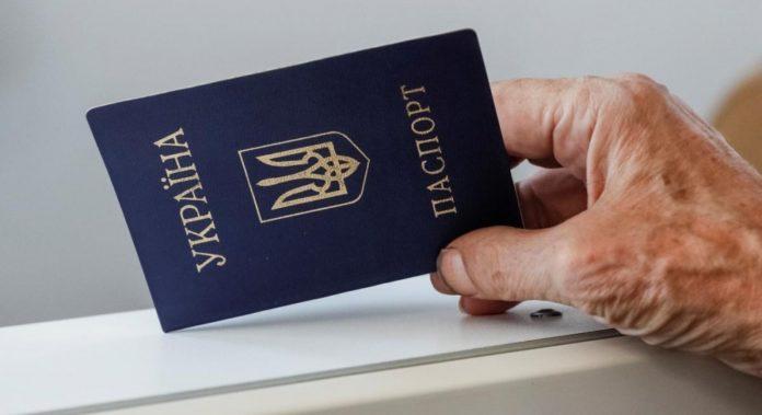 В Украине отменяют бумажные паспорта: какие проблемы таят в себе ID-карты - today.ua