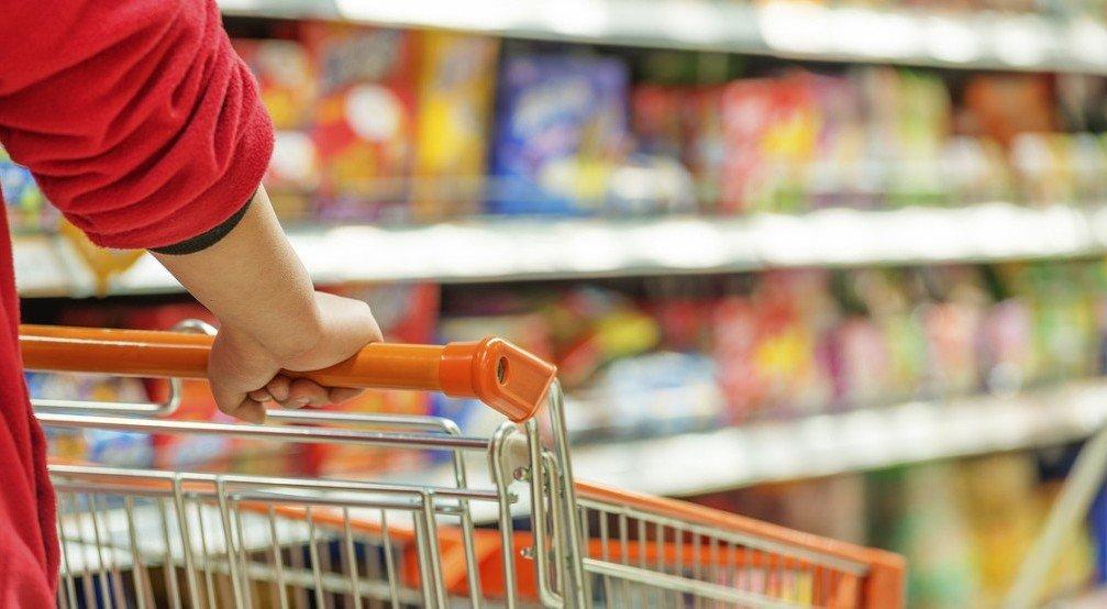 Українцям розповіли, як супермаркети змушують покупців витрачати більше грошей