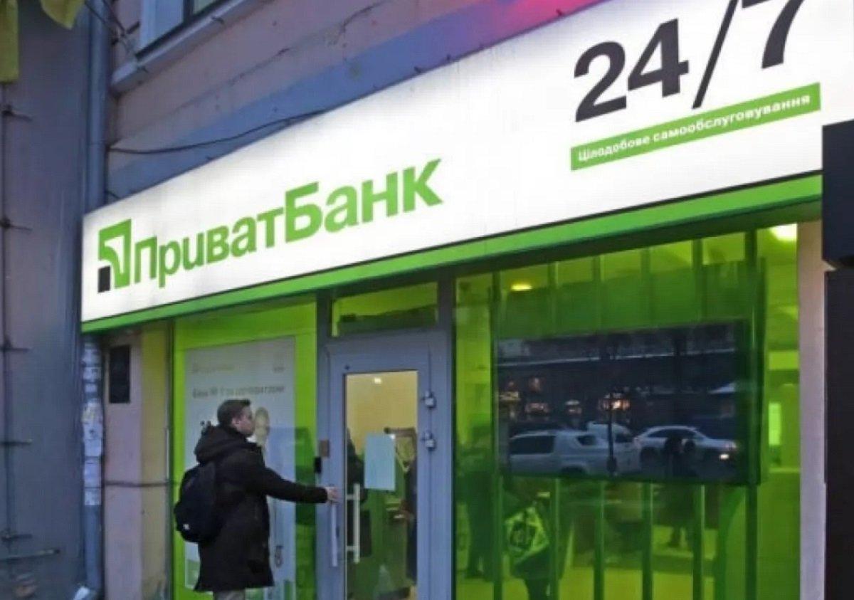 ПриватБанк запретил простые денежные переводы с карты на карту
