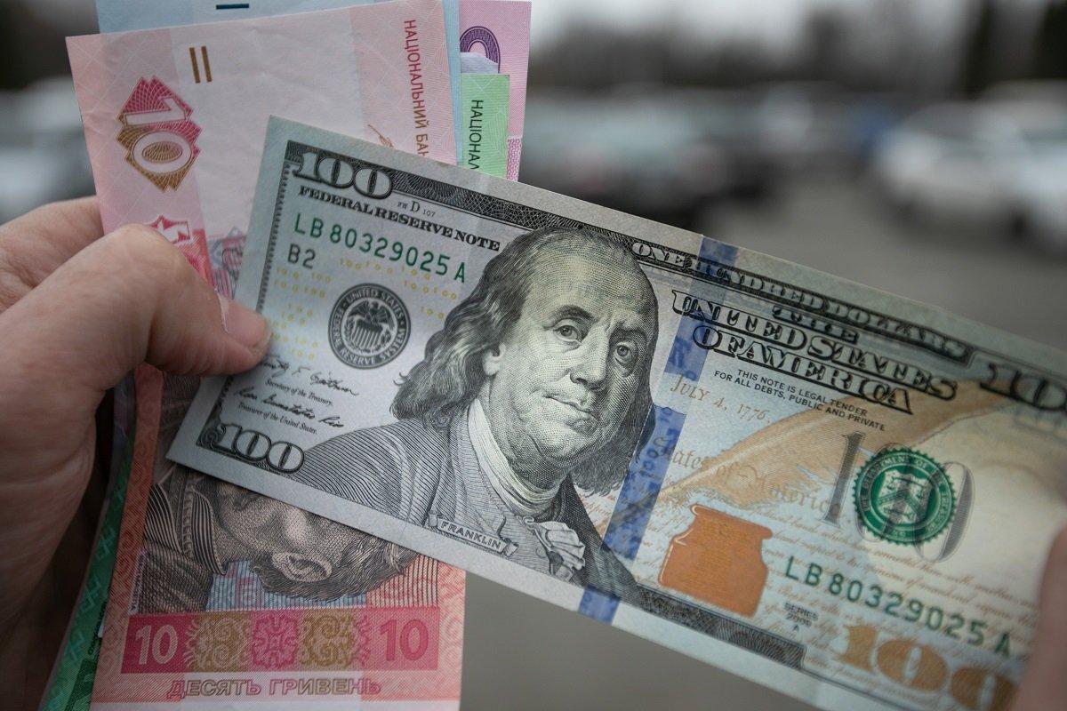 Курс долара може вирости до 38 гривень: оприлюднено негативний прогноз НБУ