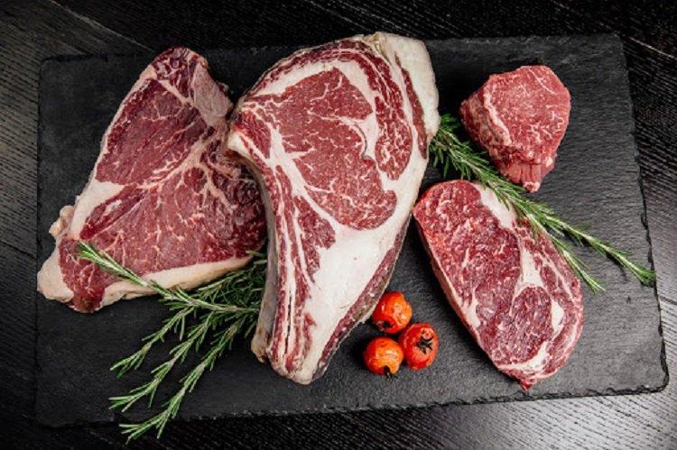 Фальсифицированное и просроченное мясо заполонило рынок Украины: как определить качество продукта
