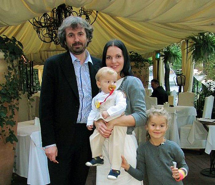 Василиса Фролова впервые показала отца своего ребенка