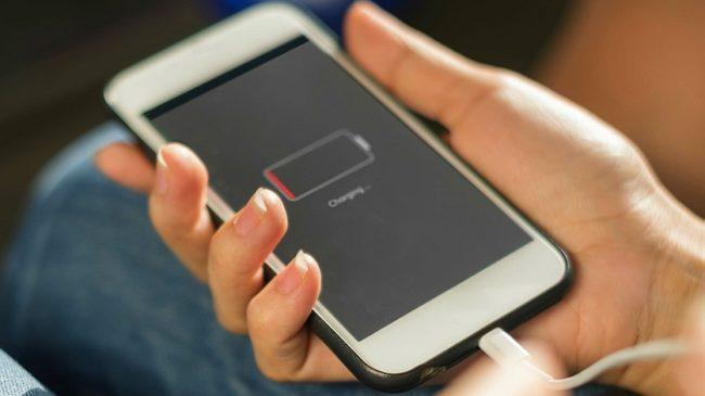 Названі основні причини, через які смартфон повільно заряджається