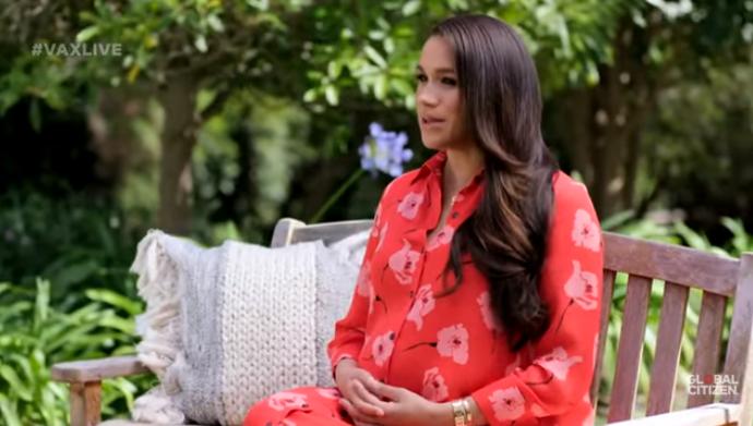 Меган Маркл на 8-му місяці вагітності вийшла у світ в яскраво-червоній сукні
