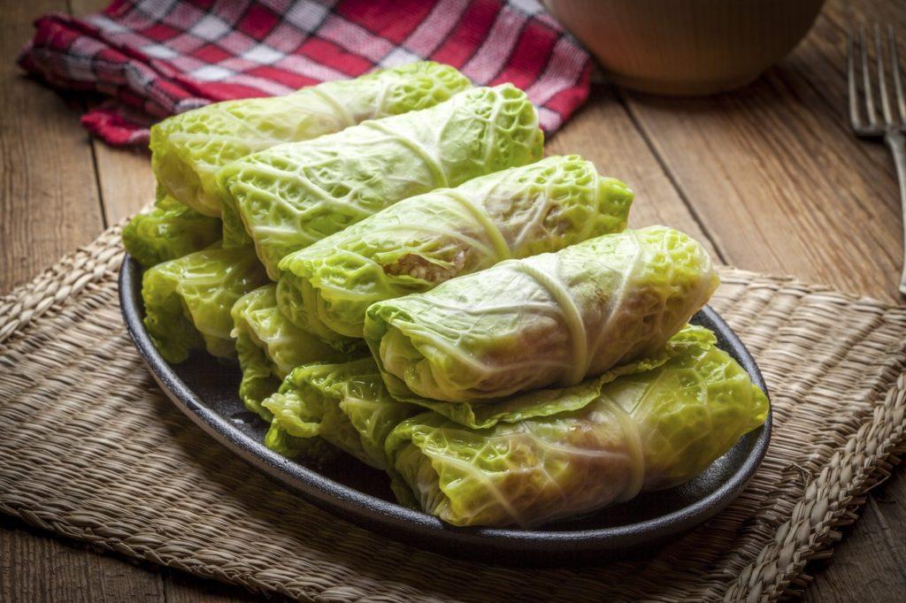 Голубцы из молодой капусты: быстрый рецепт домашнего ужина