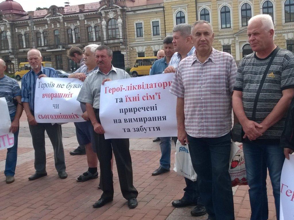 """В Украине некоторые пенсии """"отвязали"""" от прожиточного минимума"""